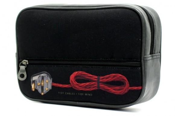 Necessaire com aparência de rádio antigo é perfeita para guardar seus gadgets