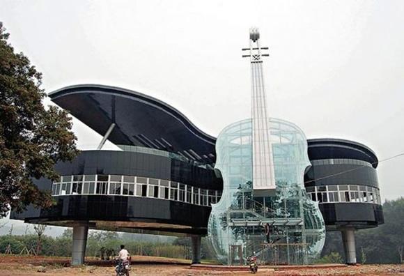 Pianio House - Um edifício fantástico em forma de piano e violino construído na China