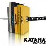 Decoração Ninja: Sua prateleira de livros nunca mais será a mesma com o porta-livros Katana!