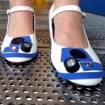 Sapatos do R2-D2 tem até luzes piscando