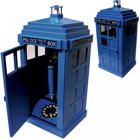 Telefone em forma de Tardis para fãs de Doctor Who