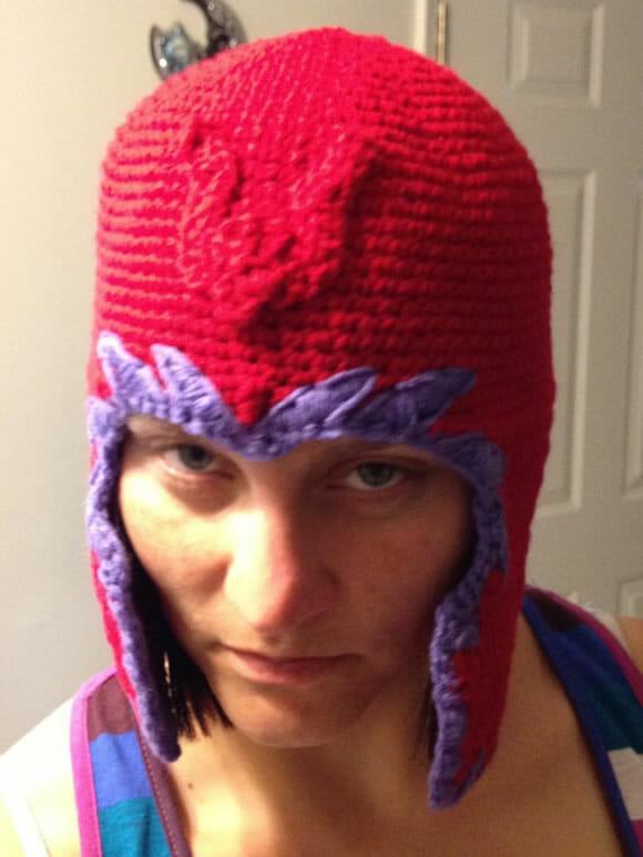 Capacete de crochê do Magneto não te dá nenhum poder mas é super legal!