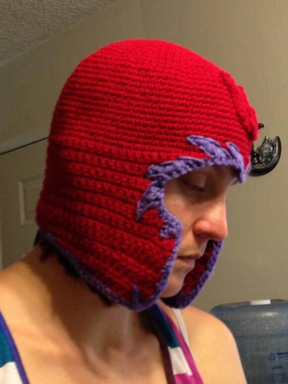 A touca de crochê foi feita por Justine Hoffman e está à venda na Etsy por  US  30. b277bdaeb95