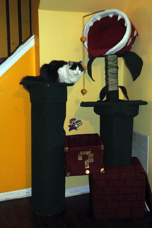 Homem constrói uma árvore para gatos super legal com o tema Super Mario