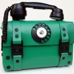 Bolsa inusitada imita um telefone antigo