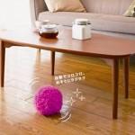 Aspirador de pó robótico japonês tem formato de bola peluda e sai rolando sozinho pela casa (vídeo)