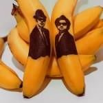 Artista tatua rostos famosos em bananas