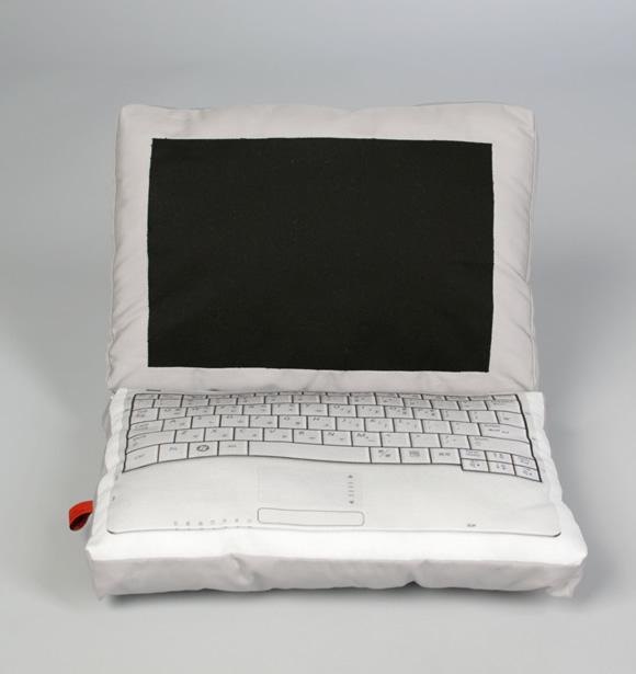 Almofada notebook pra decorar a sala dos geeks