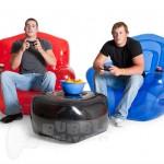 Faltou lugar pra todo mundo sentar? Use poltronas e sofás infláveis de emergência!