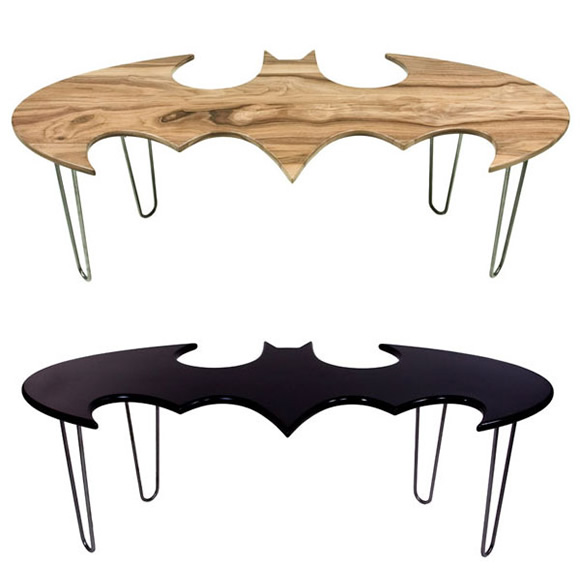 Decoração geek com a mesa de centro do Batman