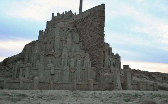 Homem constrói castelo de areia incrível baseado na Minas Tirith de O Senhor dos anéis