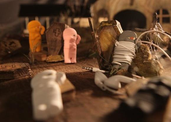 Acabe com o bololô de fios de seus fones de ouvido com o organizador de fios em forma de Múmia