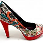 As geeks piram! Sapatos customizados com histórias em quadrinhos