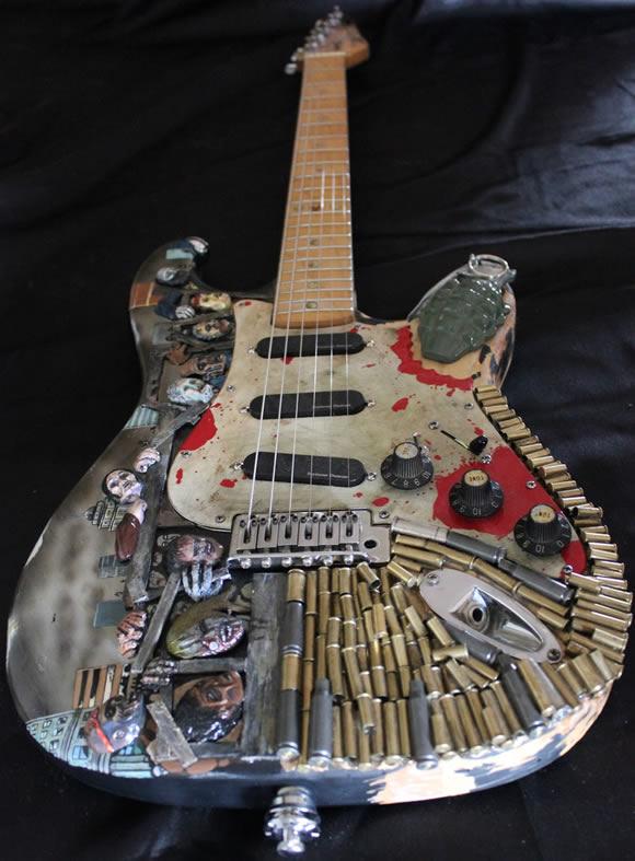 Guitarra Apocalipse Zumbi é personalizada com sangue, granadas e zumbis famintos! Oh yeah!