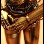 Action Figures do C3P-O e R2-D2 são cheios de detalhes e têm LEDs que se acendem!