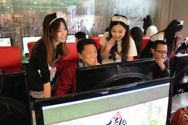 aluguel-mulheres-jogar-video-games-china
