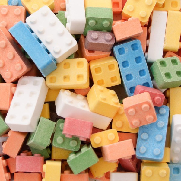 Balas em forma de blocos de Lego para montar, desmontar e devorar!