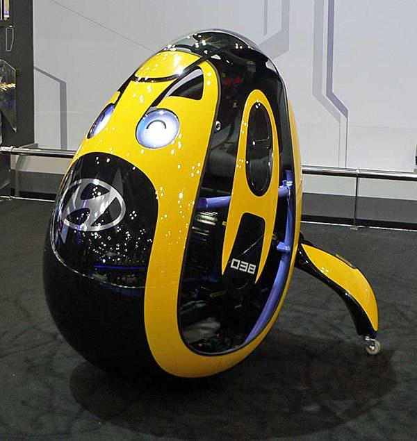 Hyundai apresenta carro em forma de ovo e que vem com capacete esquisito em forma de pára-brisas
