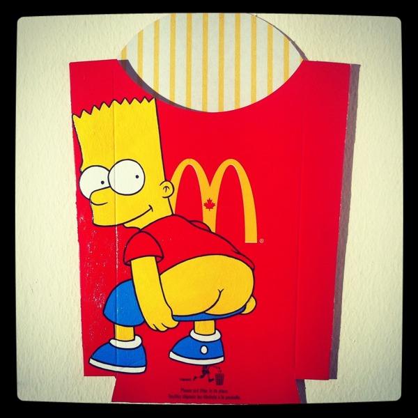 Embalagens de McFritas decoradas com desenhos de personagens da cultura pop