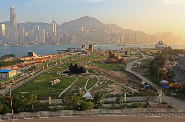 Cocô inflável gigante chama a atenção em parque Chinês
