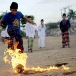 flaming-fireball-futebol-chamas-indonesia