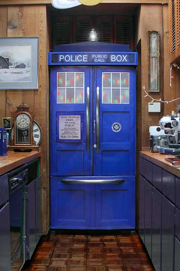 Adesivo transforma sua geladeira na Tardis de Doctor Who