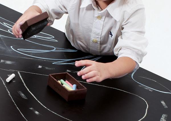 É a vez das crianças! Designer cria mini mesa de Ping-Pong multiuso especialmente para os pimpolhos