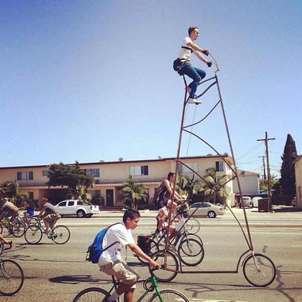 Pedalando nas alturas: Bicicleta Stoopid Tall tem mais de 4 metros de altura