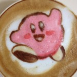 Você precisa ver isso do dia: Cappuccinos decorados com temas geeks e coloridos