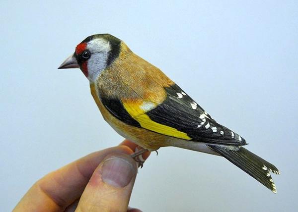 Pássaros feitos em papercraft são tão perfeitos que parecem reais