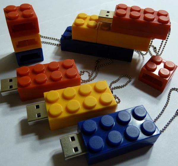 Pen drives em forma de blocos de Lego podem ser encaixados uns nos outros