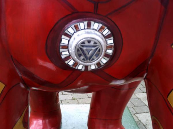 """Gorila """"Homem de Ferro"""" é atração no Reino Unido"""
