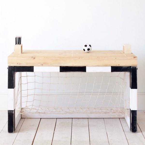 Mesa funciona tamb m como trave e tem tampo que imita um for Viciados de mesa