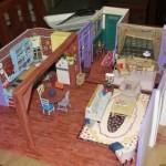 Réplica incrível do apartamento da Monica da série Friends feita inteiramente de papel