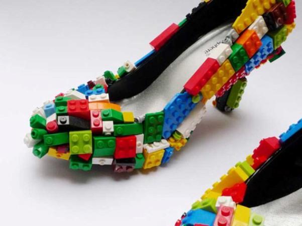 """Sapatos cobertos com Lego são """"geek no úrtimo""""!"""