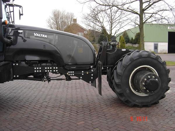 batman-tumbler-tractor_2