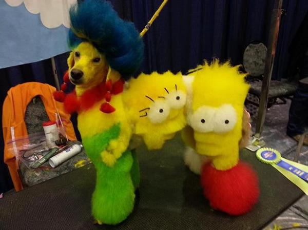 Cachorro é tosado e tem quase todos os personagens dos Simpsons representados em seus pelos