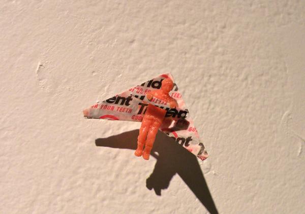 Escultura feita de pasta de dente. Já viu isso?