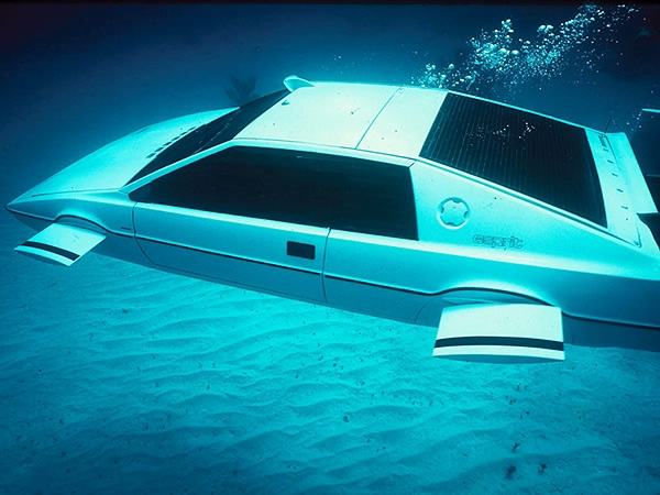 james-bond-lotus-esprit-submarino-carro