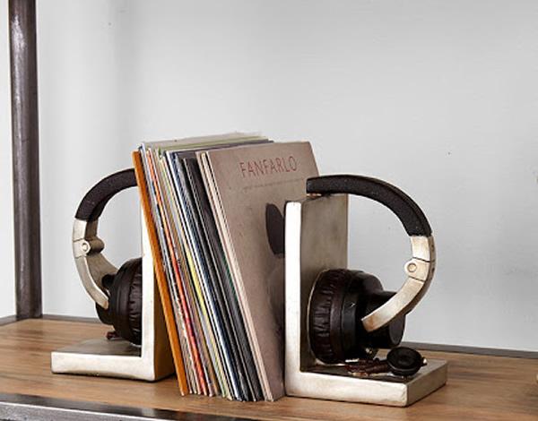 Porta-livros em forma de headphone para amantes de música e livros