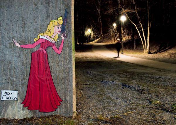 Street Art inusitado apresenta princesas da Disney armadas e prontas para atacar