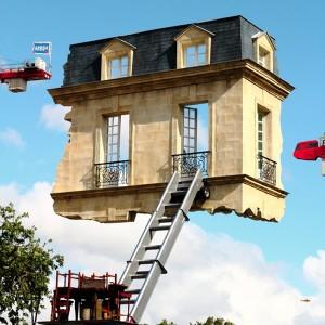 Artista cria a Monte-Meubles, uma casa flutuante