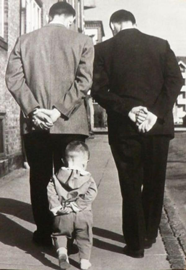 Tal pai tal filho! Fotos mostram filhos imitando seus pais e pais imitando seus filhos
