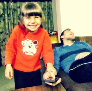 crianca-descobre-falha-scanner-leitor-impressao-digital-iphone 5s