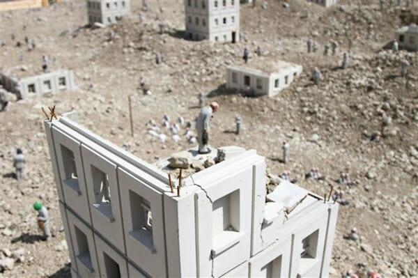 A incrível cidade em ruínas que parece de verdade, mas é uma miniatura