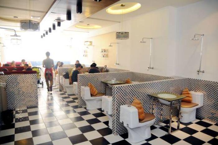 Com vocês, 38 imagens do restaurante chinês que imita um banheiro!  ROCK -> Decoracao De Banheiros De Restaurantes