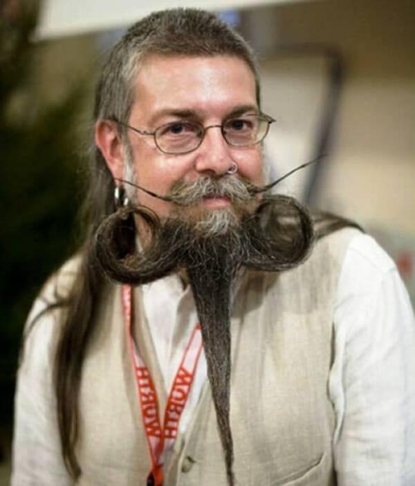 25 Penteados esquisitões feitos em barbas