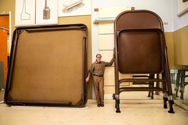 Os incríveis objetos e móveis gigantes de Robert Therrien