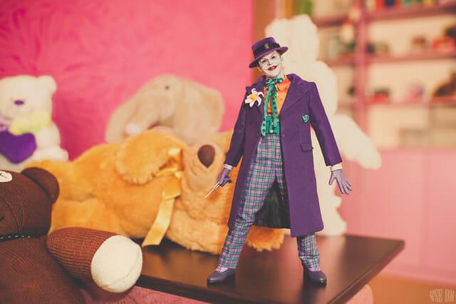 aventuras-brinquedos-fotografo-russo_coringa-2