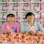 25 Fotos curiosas revelam o dia a dia dos trabalhadores de fábricas de brinquedos chinesas